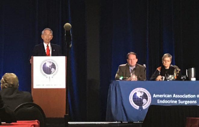 写真1:アメリカ内分泌外科学会にて講演する宮内院長