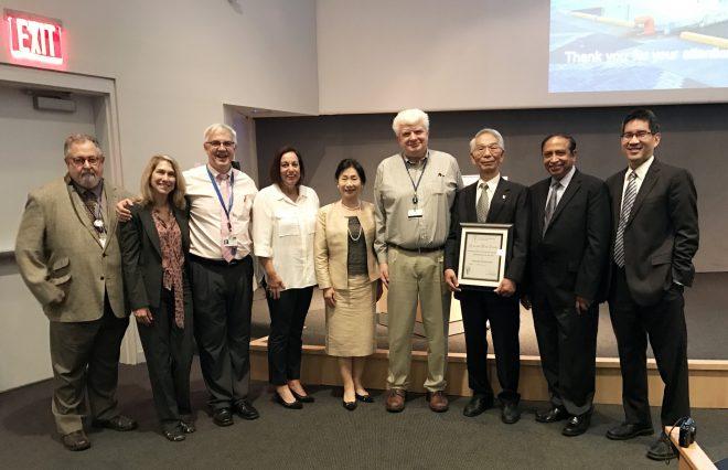 写真3:受賞講演の後でMemorial Sloan Kettering Cancer Centerの医師達と記念撮影