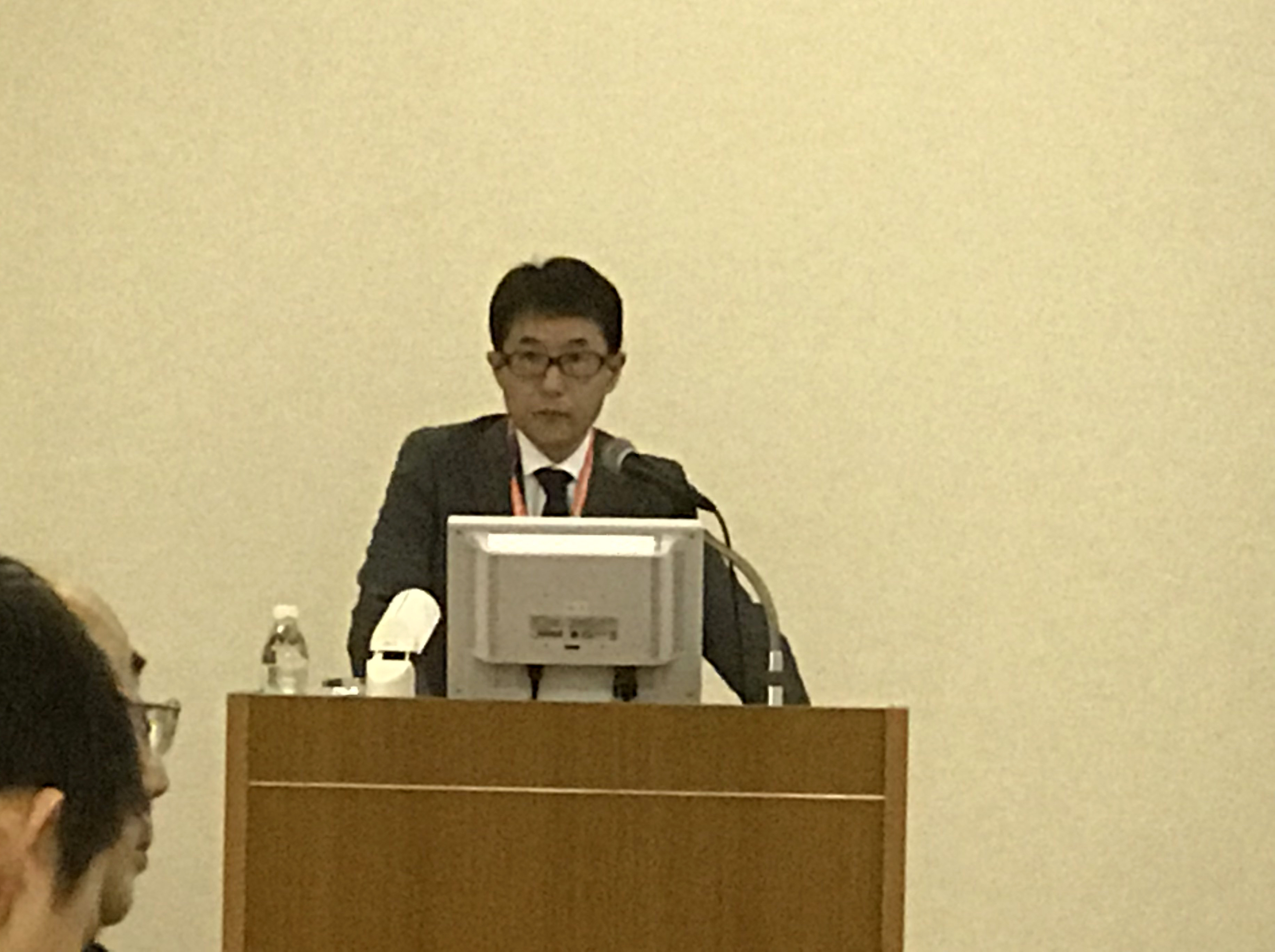 ランチョンセミナー4で講演する伊藤充医師