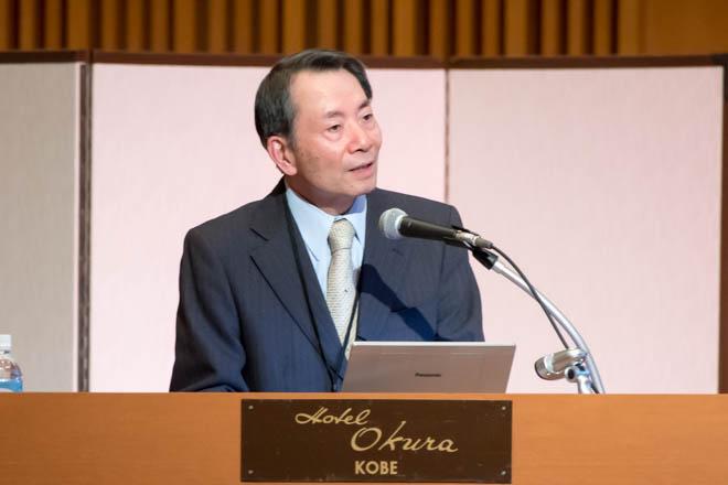 講演する西川光重医師