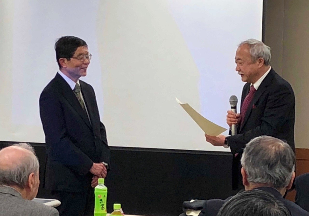 橋本賞を授与される中村浩淑医師