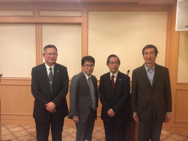向かって左より座長の豊田長興先生、伊藤充内科科長
