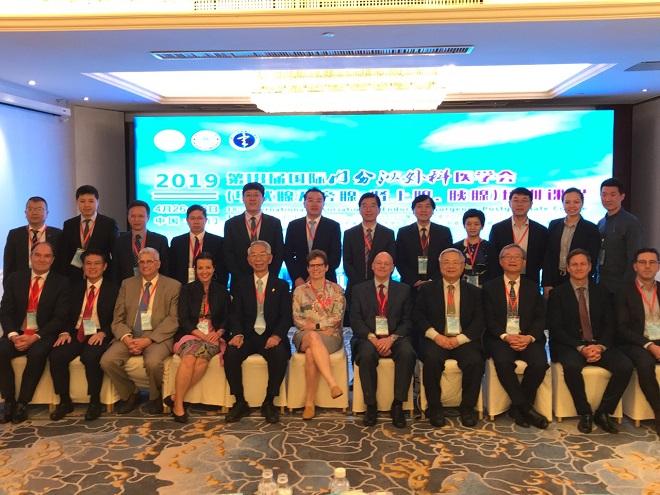 前列は国際内分泌外科学会の講師たち、後列は中国の主立った先生方。