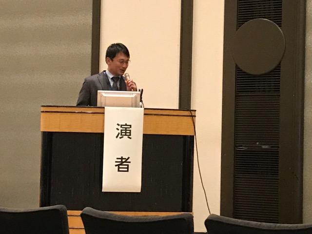 講演する舛岡医師。